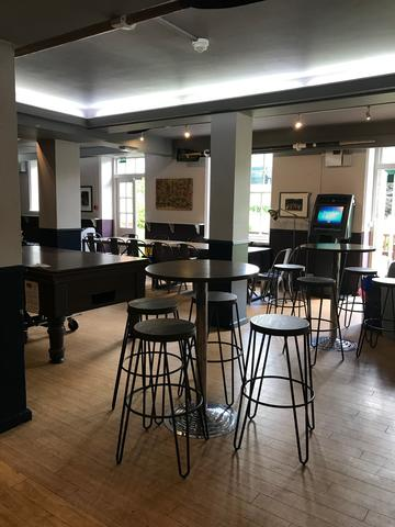 lmh bar interior 3:3