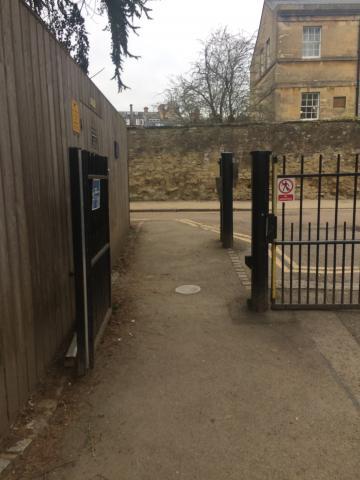 magdalen – daubeny building – gate (2:2)